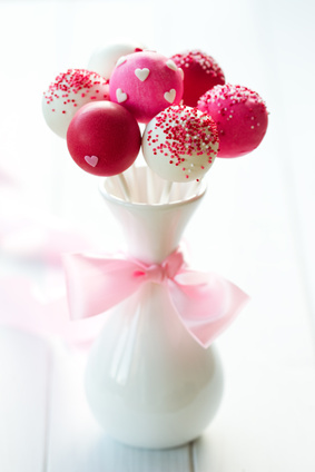 Valentine's Day red velvet cake pops recipe